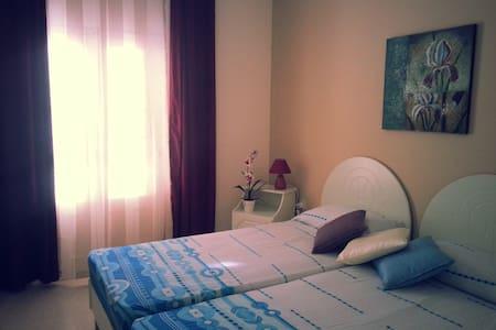 Colourful 4BD Apartment Marsalforn - Żebbuġ