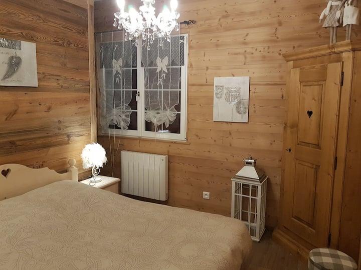 **La Petite Chaumière** & son sauna