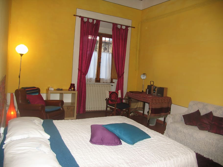 ... a yellow and colorful room