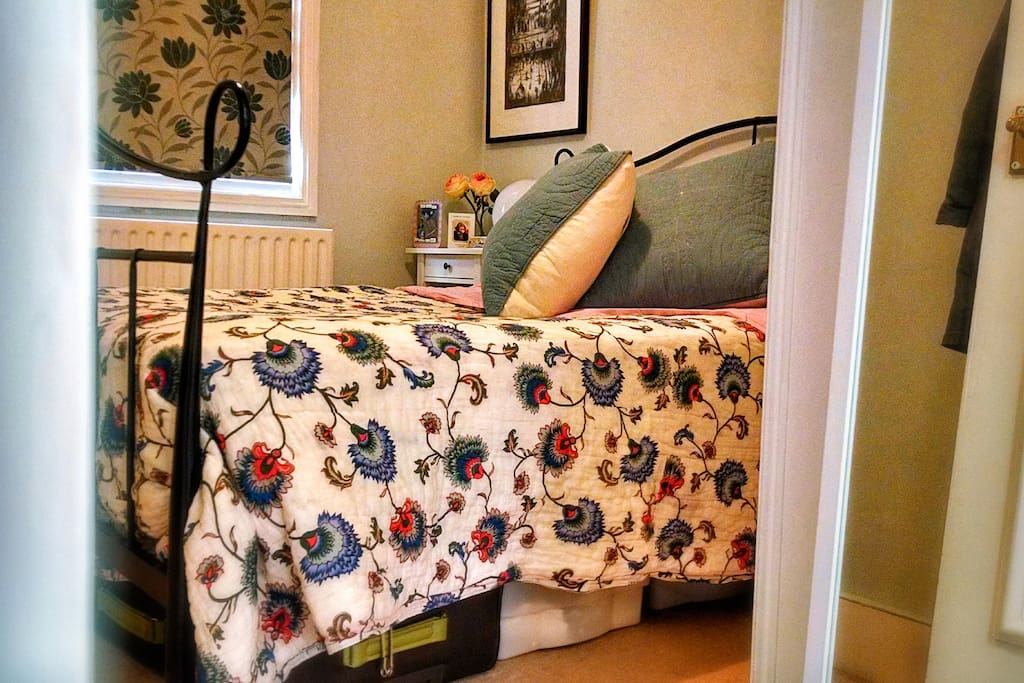 ... the cosy bedroom!