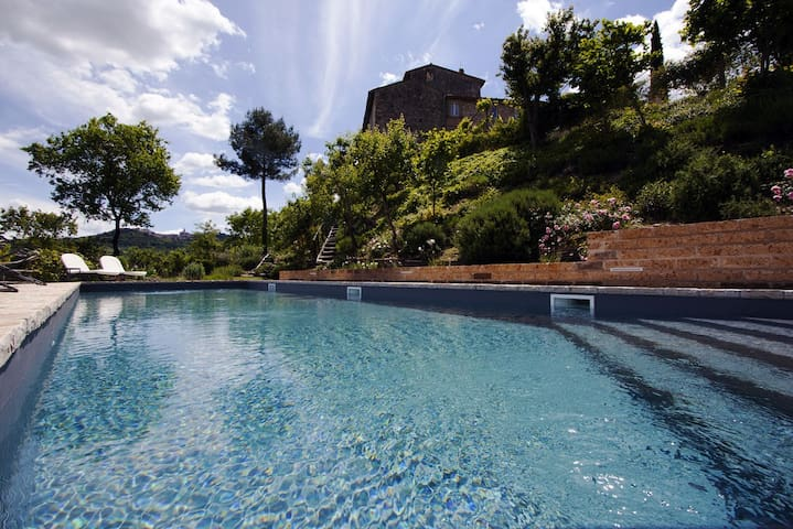 Stone tower with garden and pool - Todi