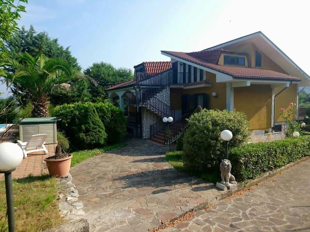 Appartamento in villa con piscina ad Avellino