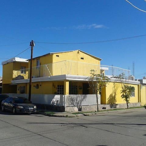Cuartos Las Quintas, Colonia centrica y tranquila
