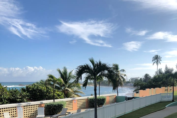 Tropical Beach Retreat-OPEN POOL & BEACH FRONT!!!