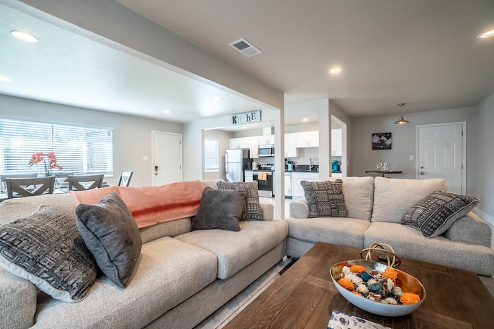 BRIGHT & COZY FULLY REMODELED HOME