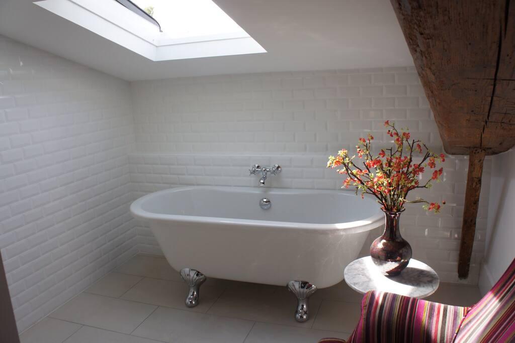 The Mimi room's island bath