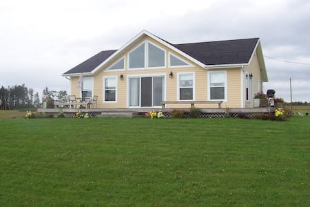 Bell Isle Beach House, Ocean front - Belle River