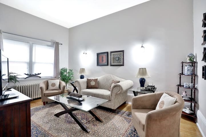 Asian-Inspired 2 BR Retreat - Downtown Location!