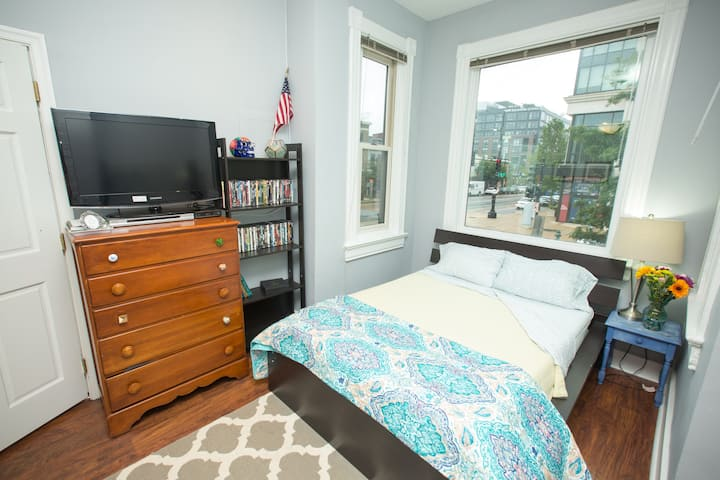 ❤ Capitol, Union Station, Romantic, Walkable Apt ❤