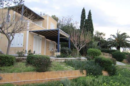 Fantastic Villa in Thymari, Athens - Θυμάρι - Talo
