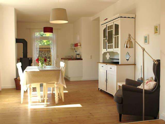 """Ferienwohnung """"Zeitweise"""" mit Kamin auf dem Land - Bünsdorf - Apartment"""