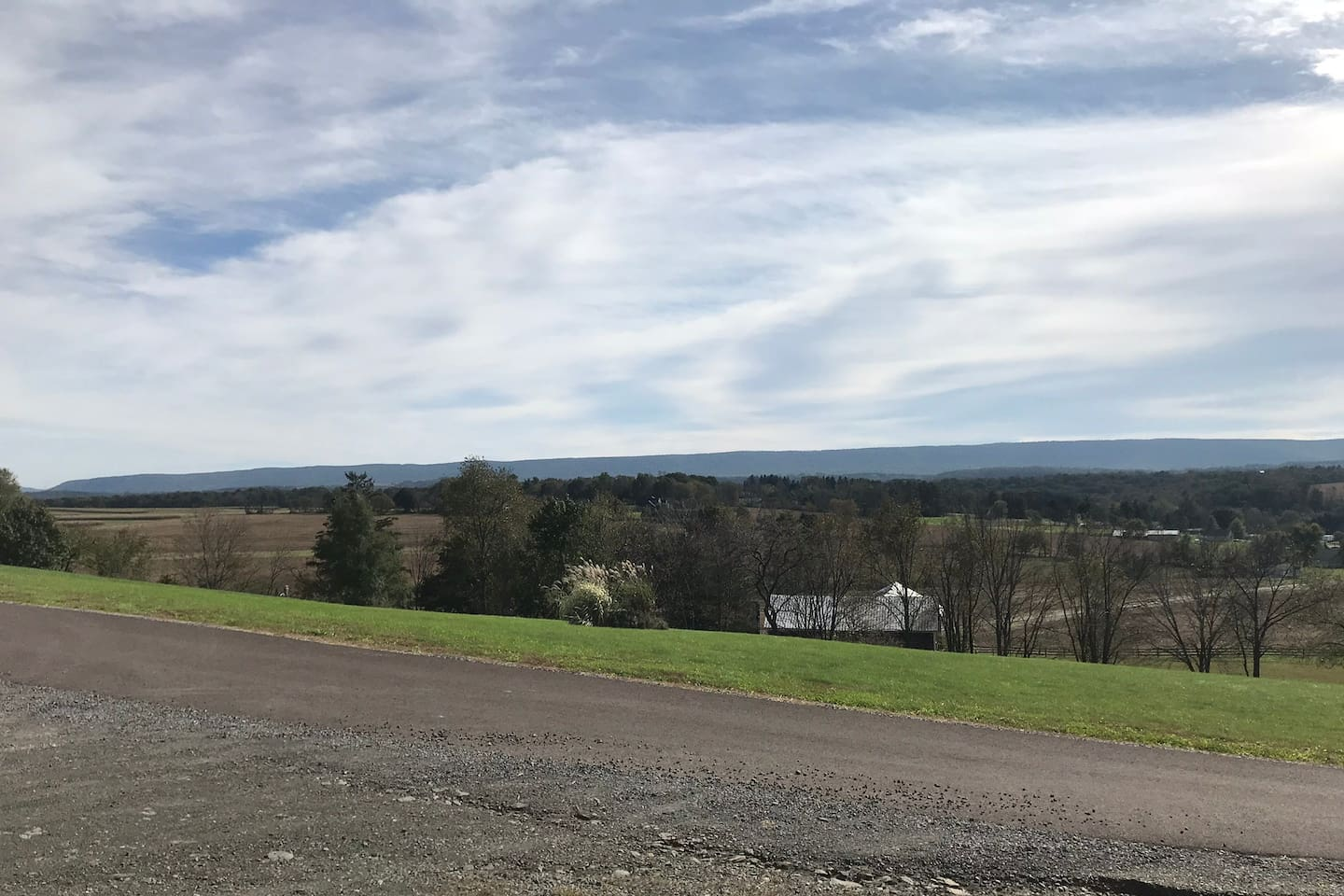 The Bunkhouse-A relaxing country home with a view