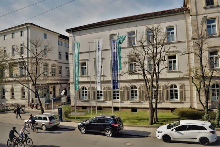 Zentr. Wohnen in Erlangen - WiFi - TV - Küche