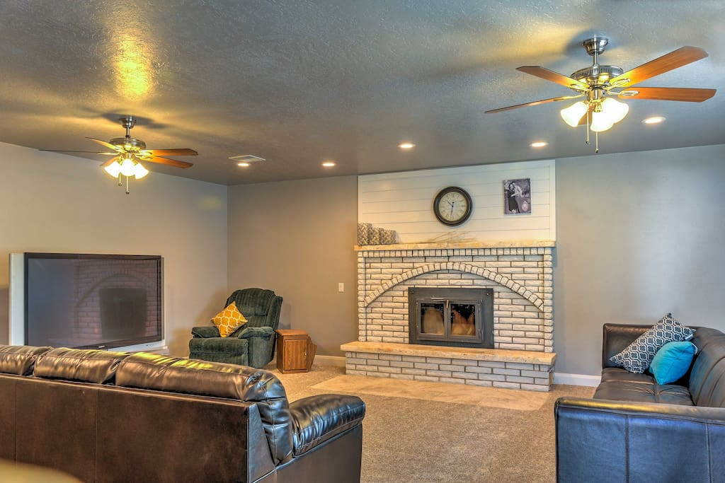 Eight lucky guests can have a top-notch stay at this recently remodeled home which boasts 2,300 square feet of living space.