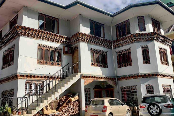 Aum Lhadon's  Villa For Family/Big Groups.