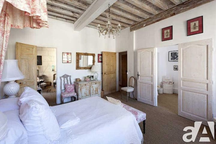 Historic 1740's Mansion In Heart Of Fontvieille - Fontvieille - Hus