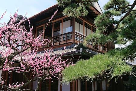 蔵の宿櫻林亭。駅から徒歩3分、元材木商の迎賓邸宅。静謐な空間と伝統美、蔵のある異空間、五社寺至近。