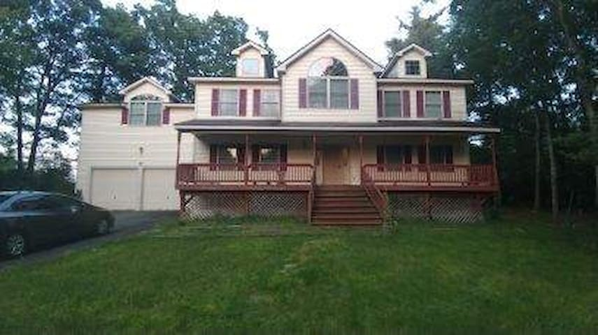 Fall Specials! Large Catskill home for a getaway!