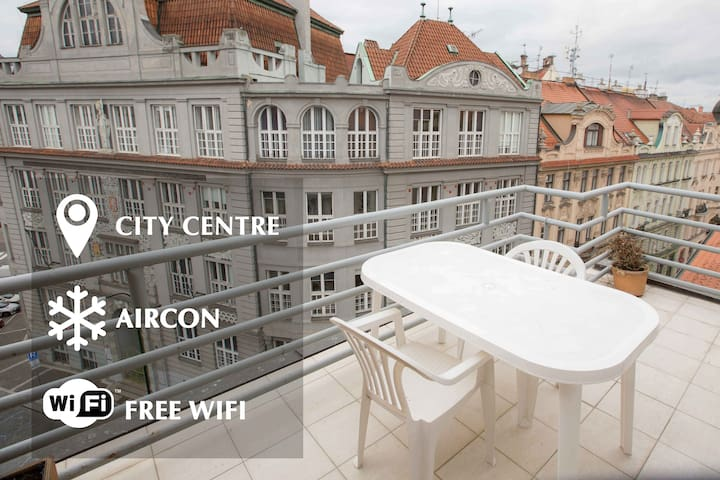 Cosy city centre apartment, big terrace and view