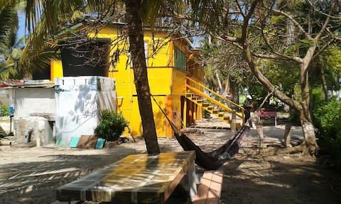 Gill's Cove - Tobacco Caye Room 1