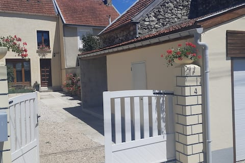 Maison (4/5 pers) avec cour et jardin