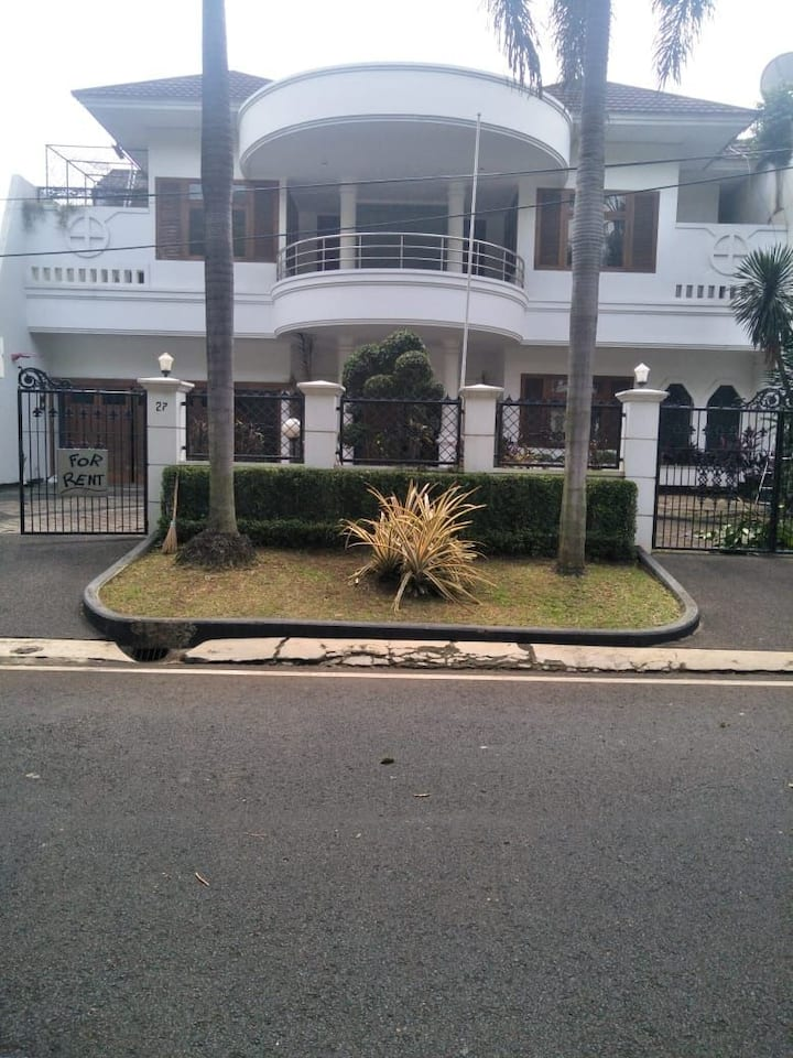 Disewakan Rumah Mewah di kawasan Pondok Indah