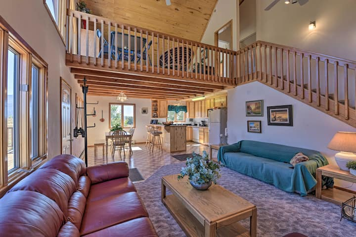 Questa Home w/ Views - 13 Mi to Red River Skiing!