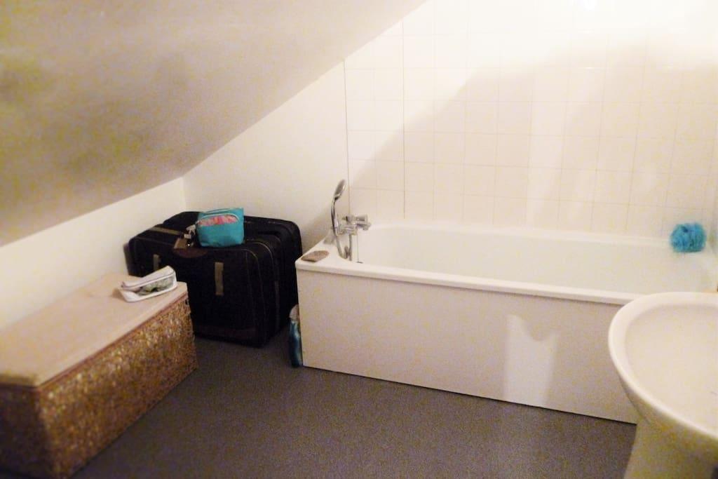 Salle de bain avec Baignoire et toilette