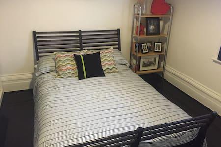 Comfortable, Clean & Modern Cottage in St Kilda - Saint Kilda - Bungalow