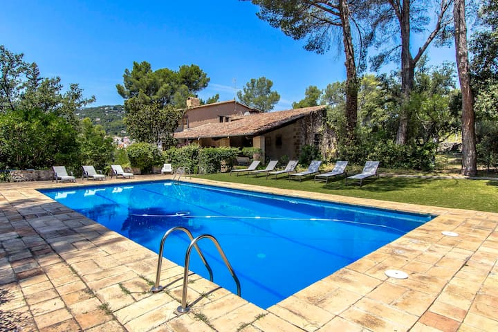 Countryside Castle for 16 guests, 30km from Barcelona!