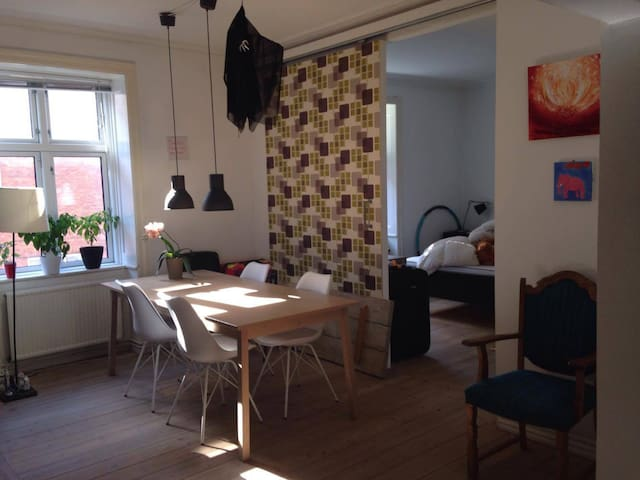 Lovely flat located close to city, metro & airport - København - Lejlighed