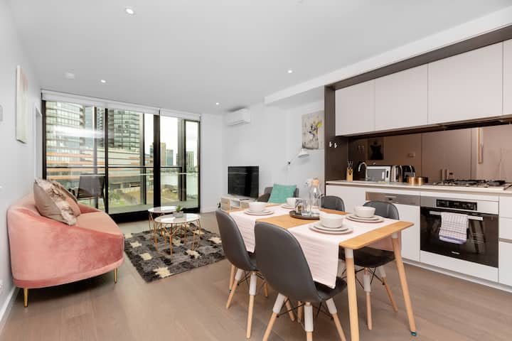 Super Delightful 1BR Riverview@Docklands