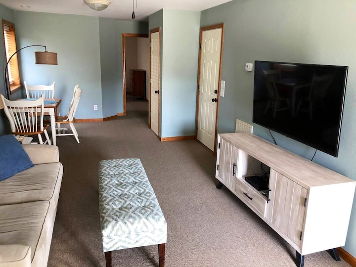 Bay Drive apartment for couples or solo travelers