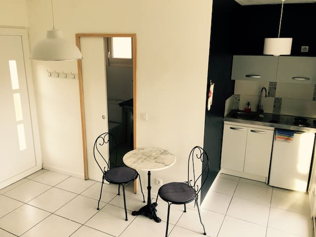 Petite maison indépendante - Saussines - Lägenhet