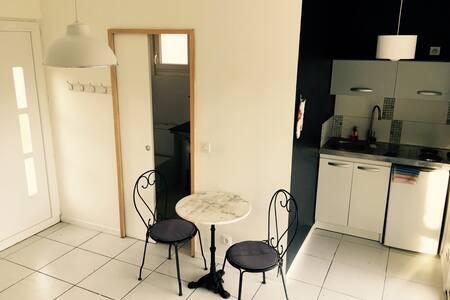 Petite maison indépendante - Saussines - Flat
