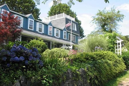 The Seagull Inn on Marblehead Neck - Library Suite