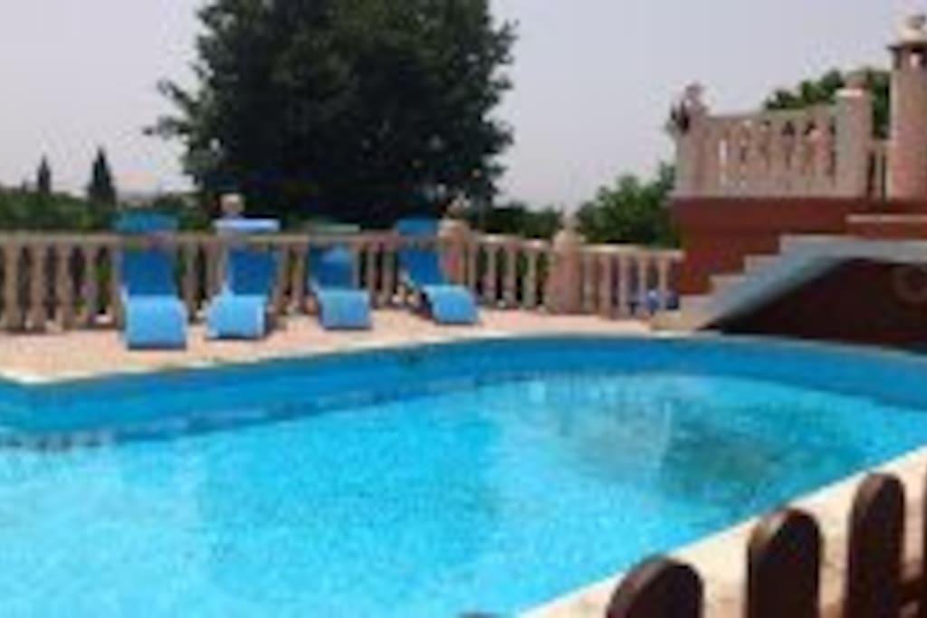Villa piscina tennis holidays chalets en alquiler en for Alquiler chalet piscina privada comunidad valenciana