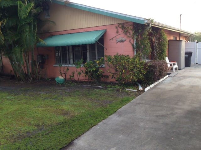 Little Manatee River Canal front Ruskin Fl Cottage