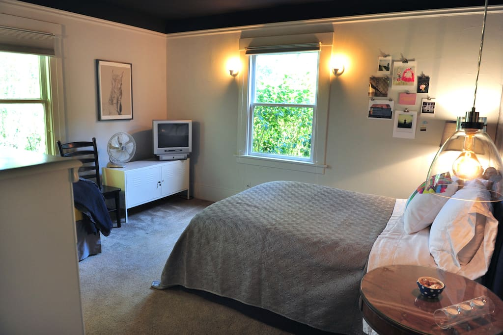 Full size bed with fresh, high quality linens, down pillows and cable tv.