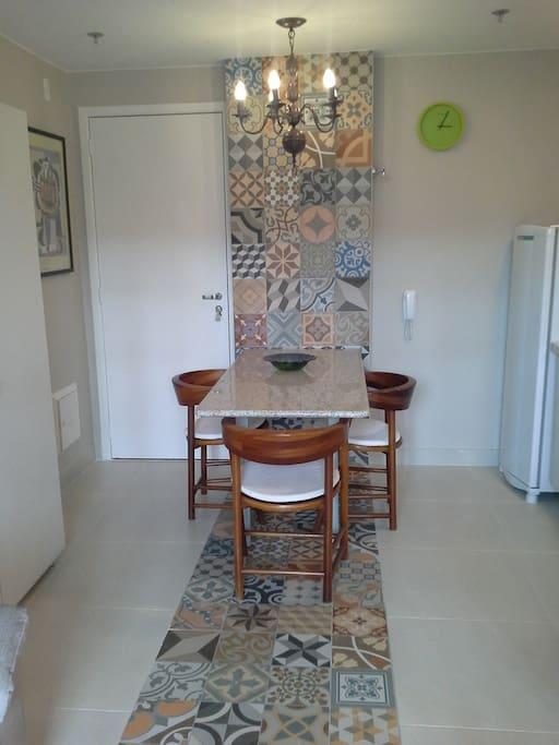 Entrada do apartamento sala estar e jantar com cozinha integrada