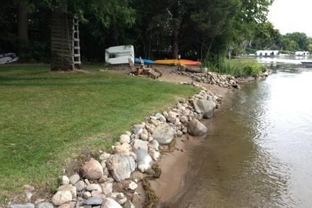 Lake Minnetonka Wooded Lot w/150 ft - Shorewood