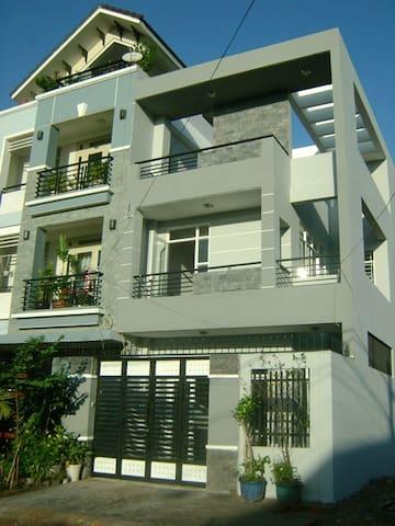 Beautiful Modern House at HCMC, VN - ho chi minh - Huis