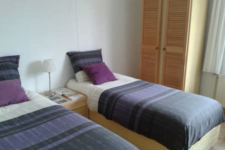 Cozy 2 bedroom whit  parking. - Hasselt - Casa