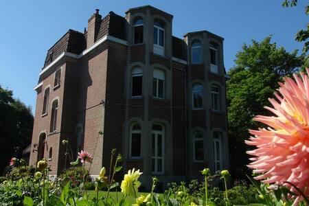 LE CHATEAU - Saint-Pierre-Brouck - Schloss
