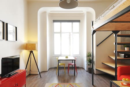 Top located cosy design apartment - ブルノ