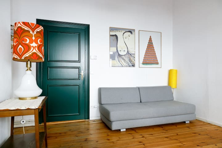 PEACEFUL FLAT WITH VINTAGE TOUCH IN PRENZLAUERBERG