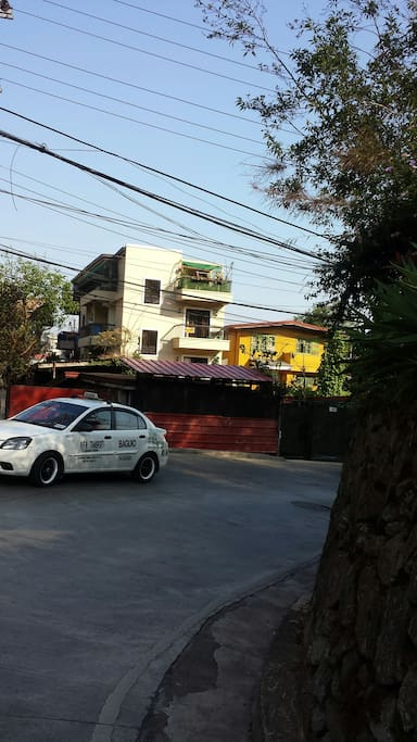 View of the house as you approach from M. Roxas Street