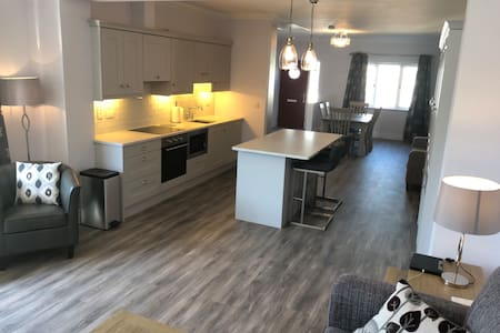 New Modern Luxury 2bdrm - 550m to Waterford Grnwy