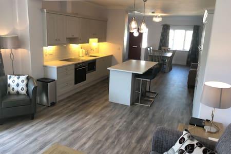 Dungarvan Luxury 2 bedrm - 550m Waterford Greenway