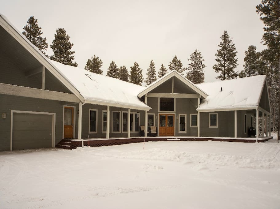 Large driveway on private wooded lot. Just under 1 acre. Very private, close to 5,000 sqft